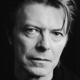 """Per David Bowie non poteva esserci addio migliore a questo mondo: il suo """"Blackstar"""" è un capolavoro di inventiva e sintesi."""