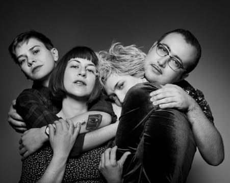 "L'album di esordio dei Priests, ""Nothing Feels Natural"", riassume trent'anni di punk in sole 10 canzoni."