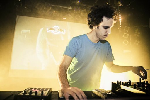 """Il DJ Four Tet ha dimostrato una volta di più il suo talento in """"New Energy""""."""
