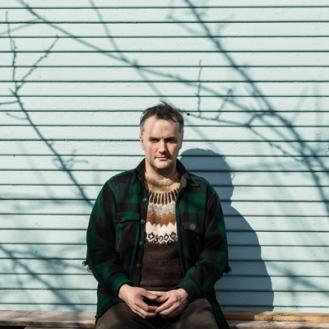 """Phil Elverum, in arte Mount Eerie, con """"A Crow Looked At Me"""" ha pubblicato un album di rara delicatezza."""