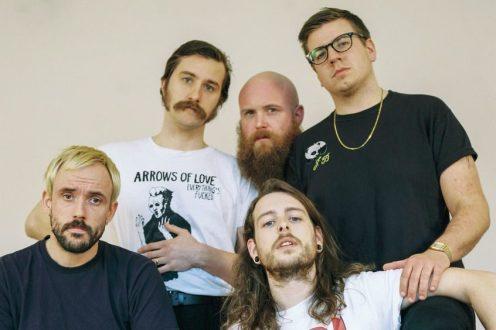 Gli IDLES sono una delle band punk più in voga al momento.
