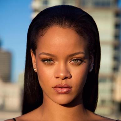 La popstar per antonomasia, Rihanna, ha annunciato un nuovo CD a forti tinte dancehall.