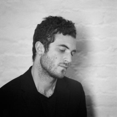 Nicolas Jaar è uno dei più talentuosi artisti nella scena elettronica/ambient.