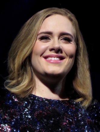 Adele si è affermata come una delle popstar più splendenti.