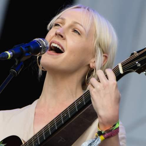 Laura Marling si conferma grande talento della scena folk britannica.