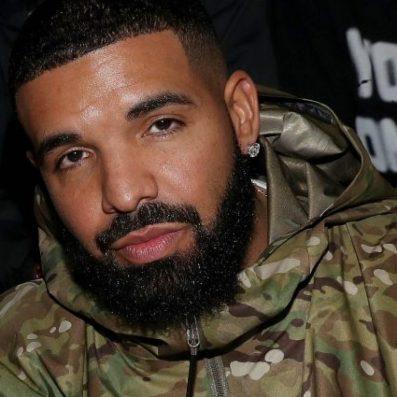 """Drake, probabilmente il più celebre cantante degli anni '10, deve dare una sterzata alla sua carriera dopo il fiacco """"Scorpion"""" del 2018."""
